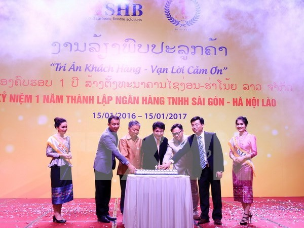 Vietnamese bank marks one-year anniversary in Laos hinh anh 1
