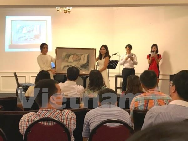 Vietnamese students receive Dong Hanh Singapore scholarships hinh anh 1