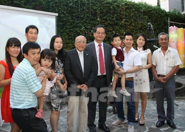 Vietnamese people in Argentina, Malaysia celebrate Tet hinh anh 1
