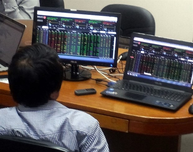 Shares slump on holiday fears hinh anh 1