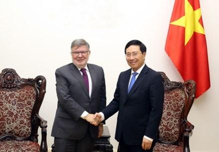 Vietnam, France enhance transport infrastructure cooperation hinh anh 1