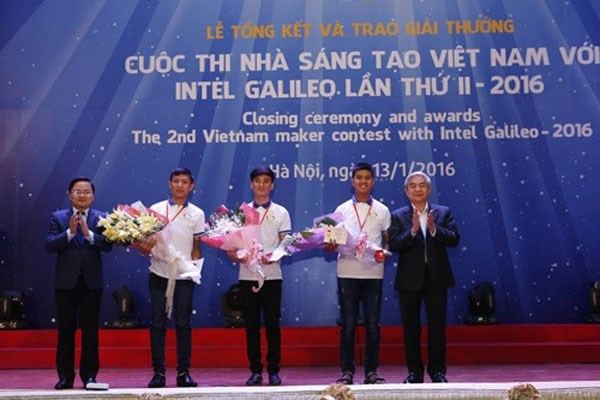 Students design intelligent wheelchair hinh anh 1