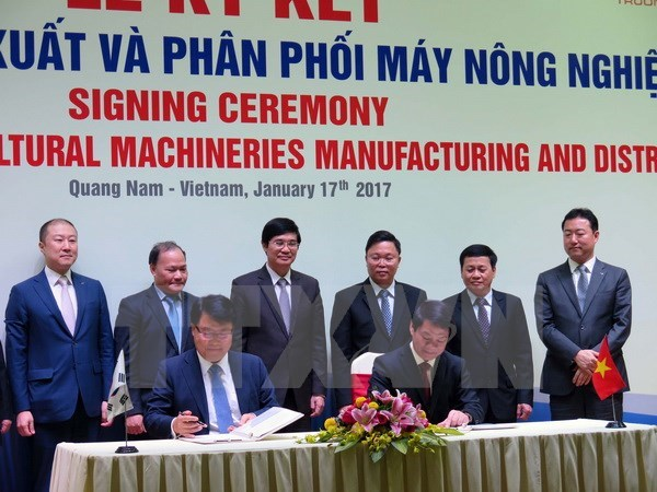 THACO, RoK firm partner to manufacture agricultural machines hinh anh 1