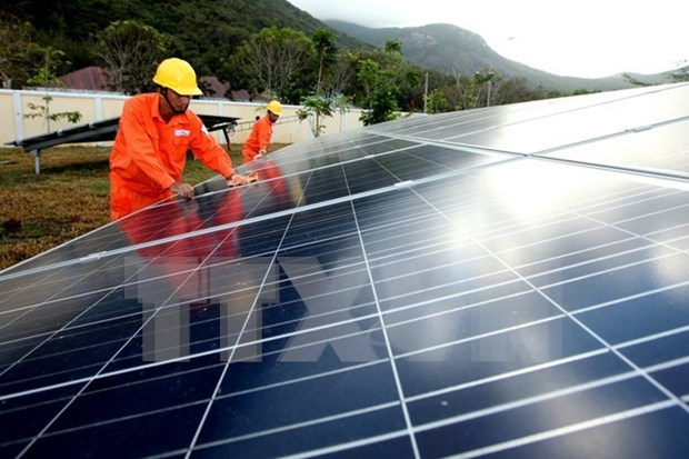 Foreign investment flows into solar energy hinh anh 1
