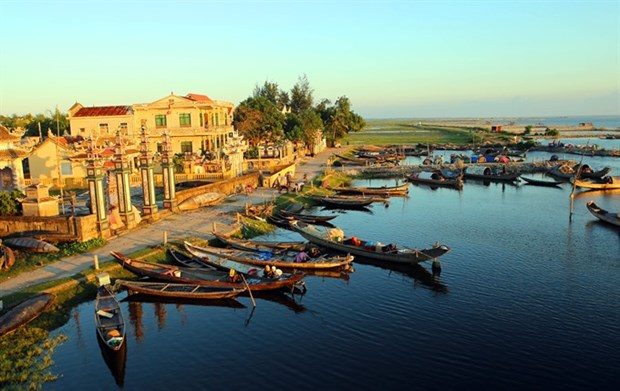 Politburo taps tourism as spearhead economic sector hinh anh 1