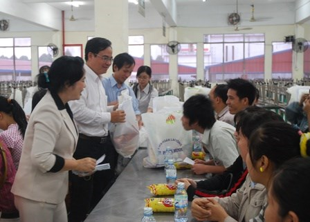 HCM City makes efforts to ensure warm Tet for all people hinh anh 1