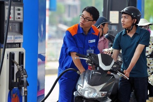 Ministry proposes tax hike on petroleum hinh anh 1