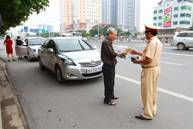 Police mull automatic fine collection for cars hinh anh 1