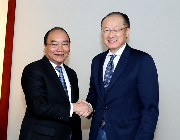 Prime Minister meets with int'l finance and business executives hinh anh 1