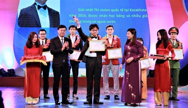 Hanoi honours outstanding youths in 2016 hinh anh 1