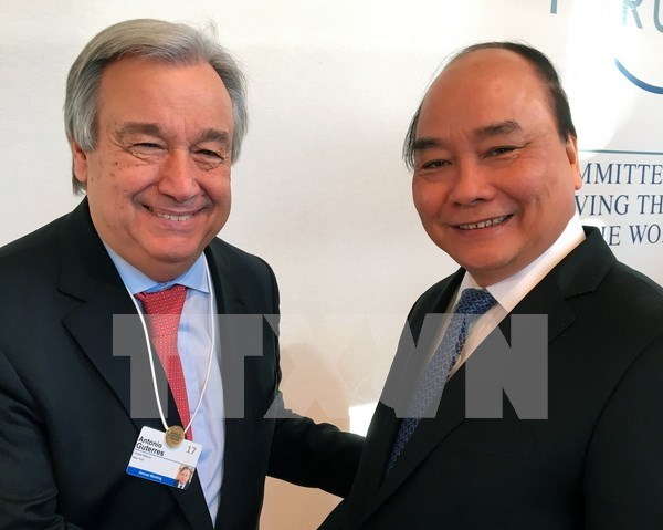 High-level sessions, meetings fill Vietnamese PM's schedule in Davos hinh anh 1