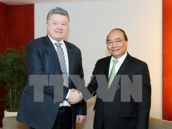 Vietnamese PM highlights impacts of Industry 4.0 in Davos hinh anh 1