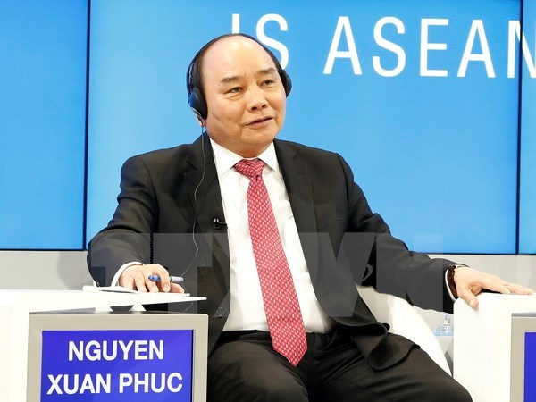 Prime Minister back from WEF meeting in Switzerland hinh anh 1
