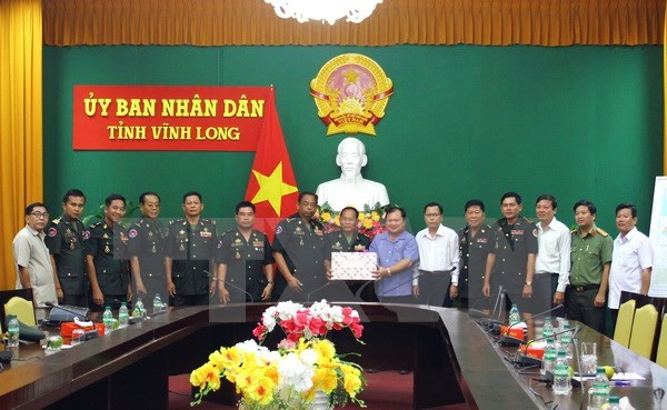 Cambodian Royal Guards extend New Year wishes to Vinh Long hinh anh 1