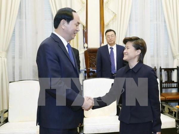 President hosts Singaporean Ambassador hinh anh 1