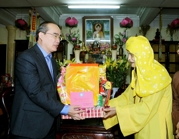 Fatherland Front leader extends New Year wishes to Buddhism hinh anh 1