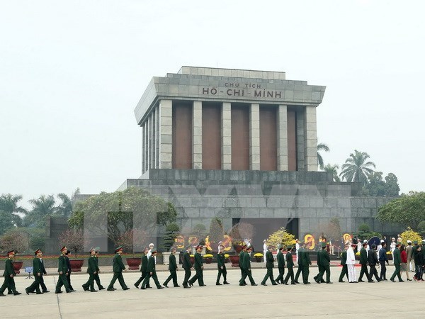 Leaders pay tribute to late President Ho Chi Minh hinh anh 1
