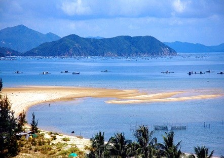 Central Ha Tinh province looks to tap sea tourism potential hinh anh 1