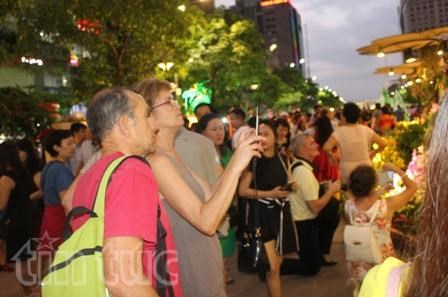 Ho Chi Minh City attracts int'l tourists during Tet holiday hinh anh 1