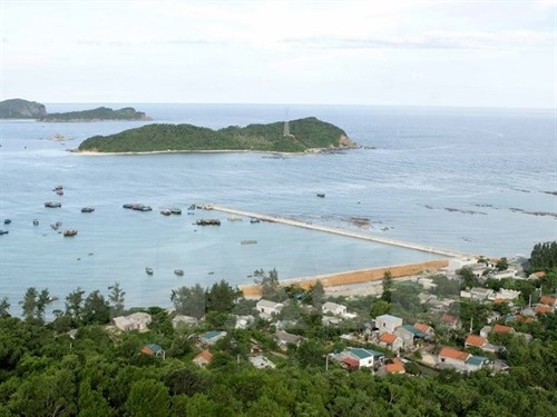 Marine economy vital to Co To island district hinh anh 1