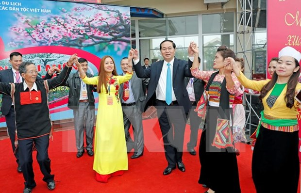 President joins Spring festival of ethnic groups hinh anh 1