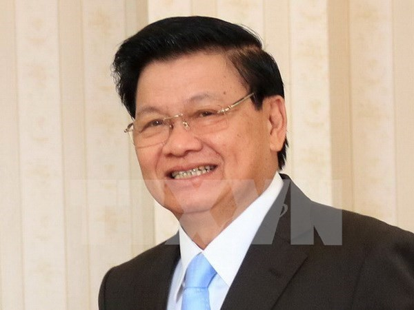 Lao PM arrives in Vietnam for intergovernmental committee meeting hinh anh 1