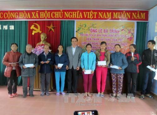 Thua Thien-Hue helps needy households escape poverty hinh anh 1