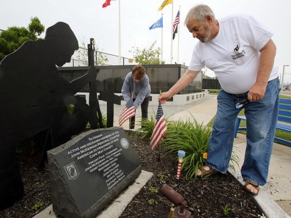 US veterans visit Vietnam hinh anh 1