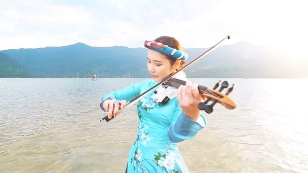 Korean violinist showcases Vietnam on video clip hinh anh 1