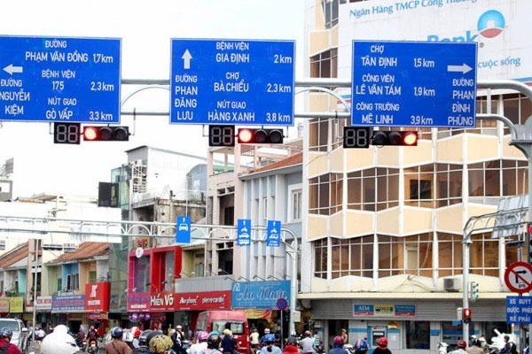 HCM City to have road signs in English hinh anh 1
