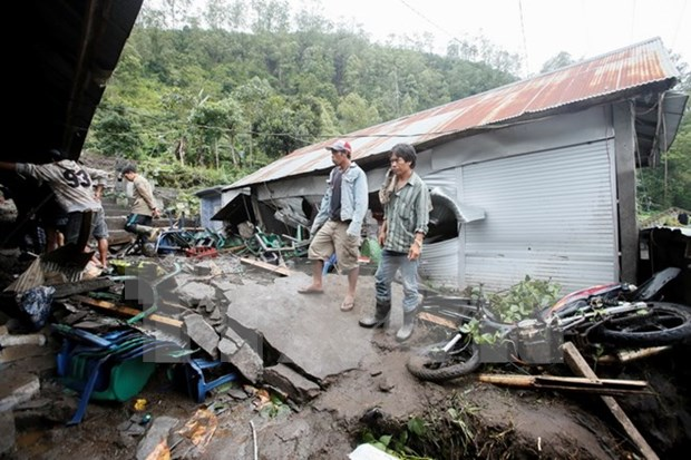 Flood forces thousands of Indonesian to evacuate hinh anh 1