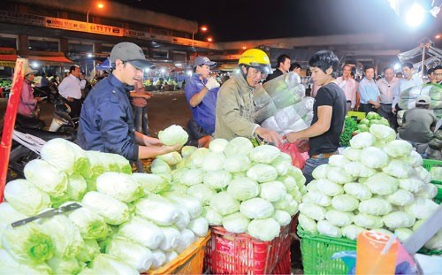 Wholesale markets seek HCM City's approval to raise fees hinh anh 1