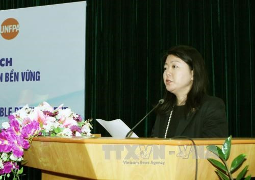 Outgoing UNFPA official honoured for help to Vietnam hinh anh 1
