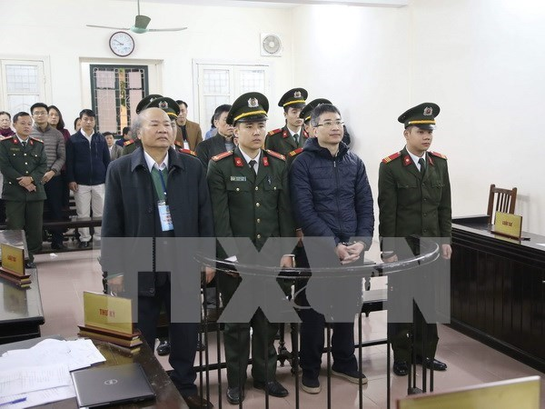 Embezzlers at State-owned Vinashinlines come to trial hinh anh 1