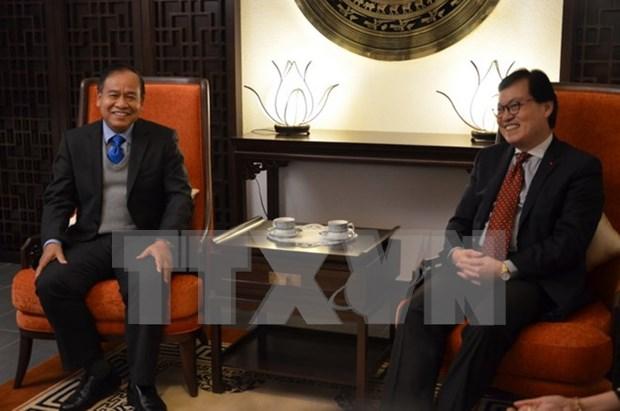 Vietnamese, Lao diplomats in Geneva bolster ties hinh anh 1