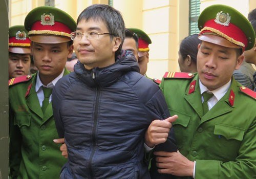 Death sentence proposed for former shipping official hinh anh 1