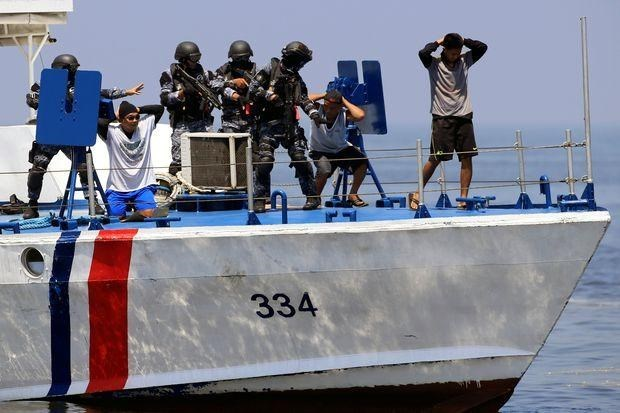 Vietnamese vessel attacked in Philippines, one killed hinh anh 1