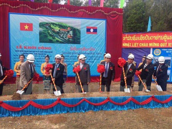 Vietnam helps Laos develop agriculture hinh anh 1
