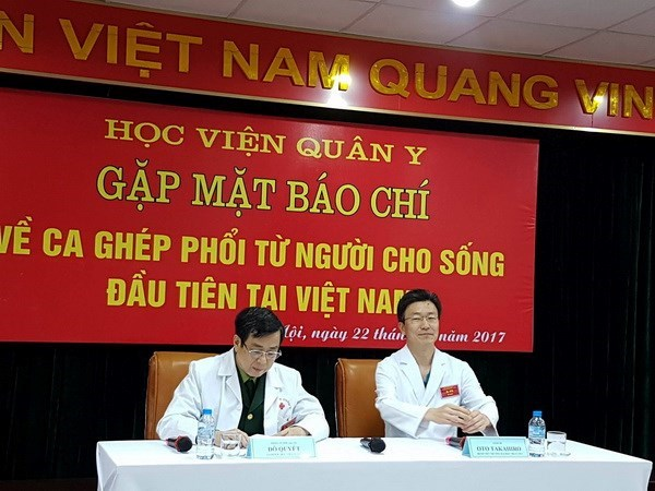 Vietnam conducts first lung-transplant donated from alive persons hinh anh 1
