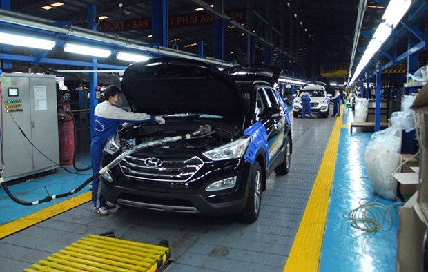 Automakers sense a sea change, move to green cars hinh anh 1