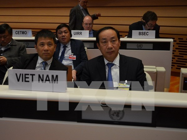Official stresses int'l cooperation in road safety in Geneva hinh anh 1