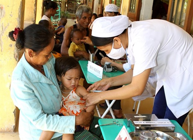 Government to give youth encephalitis booster shots hinh anh 1