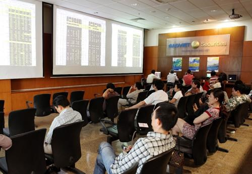 First real estate investment trust listed on HOSE hinh anh 1