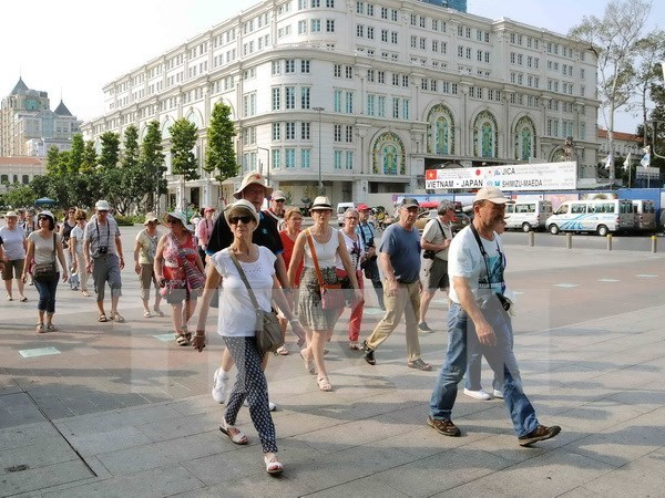 Int'l tourists to Vietnam exceed one million per month hinh anh 1