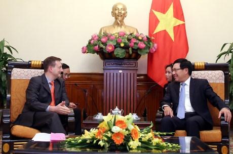 Deputy PM greets new French Ambassador hinh anh 1