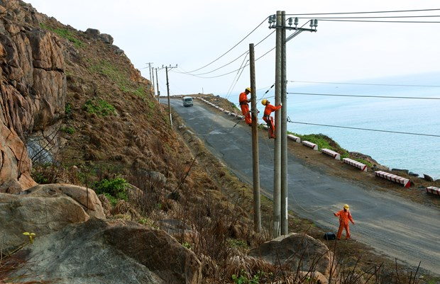 EVN SPC works to link southern rural areas with national grid hinh anh 1