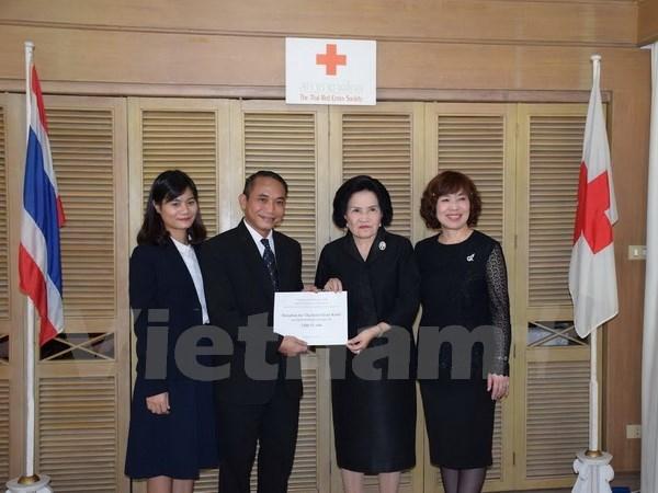 Vietnamese community helps Thai flood victims hinh anh 1