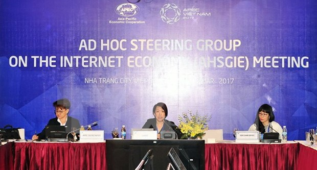 APEC meetings discuss various issues on 11th working day hinh anh 1
