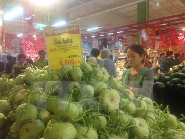 Retail sales, service revenue increase over seven percent hinh anh 1