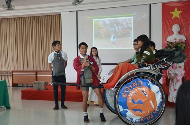 Japanese rickshaw trippers stop for Da Nang visit hinh anh 1